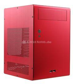 """Lian Li PC-Q07R Mini-ITX Cube in rot. In dem Zwerg steckt daher mehr, als zunächst sichtbar ist. Neben dem schicken Design überzeugt das Q7 vor allem durch hohe Funktionalität, so dass sogar """"normale"""" ATX Netzteile verbaut werden können. Das ist keineswegs selbstverständlich, denn viele Mini-Gehäuse bieten derart eingeschränkten Raum, dass nur kleine und daher leistungsschwache oder externe Netzteile Verwendung finden. Im Gegensatz dazu bietet dieses Gehäuse eine hohe Auswahlmöglichkeit..."""