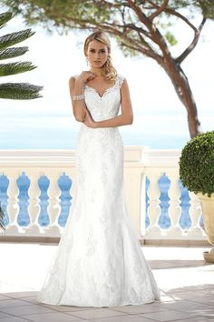 Wedding dresses by Ladybird Bridal are stylish, affordable and have the perfect fit. Also plussize sizes, vintage and bohemian bridal wedding dresses! Mermaid Trumpet Wedding Dresses, Lace Wedding Dress, Top Wedding Dresses, Wedding Dress Accessories, Bridal Dresses, Wedding Gowns, Formal Dresses, Wedding Silhouette, Applique Dress