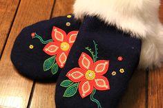 Native Beading Patterns, Beadwork Designs, Bead Embroidery Patterns, Seed Bead Patterns, Native Beadwork, Native American Beadwork, Beaded Jewelry Patterns, Beaded Embroidery, Seed Bead Flowers