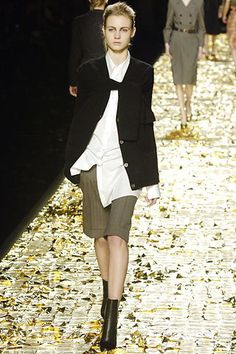 See the complete Dries Van Noten Fall 2006 Ready-to-Wear collection.