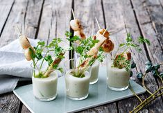 Scallops, soup and fresh herbs - spring is here Fish Recipes, Gourmet Recipes, Appetizer Recipes, Great Recipes, Appetizers, Chicken Recipes, Tapas, Ceviche, Crunches