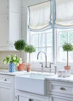 Trendy kitchen window over sink decor roman shades Ideas Window Coverings, Window Treatments, Window Valances, Hollywood Regency, Layout Design, Design Design, Sink Design, Roman Shades Kitchen, Nashville