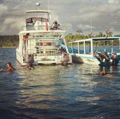 Ser Roxy girl, é cair na água. (Indonésia)