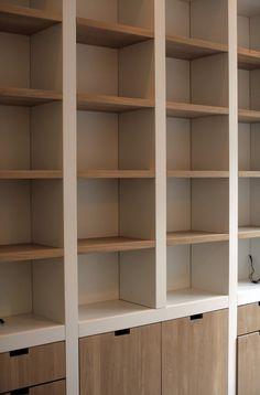 Mooie kast voor zolderkamer wit+houtkleur