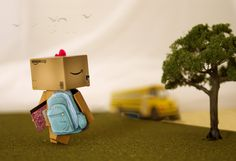I am starting a series with Danbo illustrating life's unforgetable moments. Leave a comment telling me what you think a good unforgettable/memorable mom. Danbo's First Day of School Danbo, Miss Piggy, Box Robot, Amazon Box, Cute Box, Cute Photography, Little Boxes, First Day Of School, Cute Photos