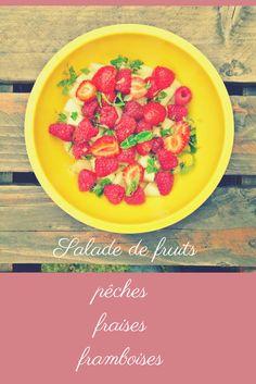 Recette de salade de fruits pêches fraises framboises parfumée à la menthe - recette rapide, facile et originale