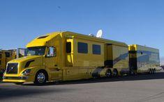 Custom Big Trucks | Jegs Racing Big Rigs Kitchen Rig Front View Photo 3