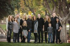 9 Simple Ways To Pose Large Families for Portraits Did you just book a large family portrait session?  I'm talking like 7, 8, 15, 20 plus family members??  It can be a little intimidating working with so many individuals.  And the first question that probably came into your mind was: how am I going to pose …