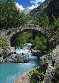 Pont Romain, Vénéon river, Parc National des Écrins, France http://www.youtube.com/watch?v=HHNDahYUzjg #PontRomain #Vénéonriver #ParcNationaldesÉcrins #France