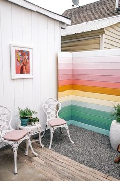Who said DIY and budget décor must look cheap? This blog post is all about showing you great ideas on backyard upgrades on a budget you can assemble at your taste. Either you have a small garden or a long backyard; there are landscaping, furniture and décor ideas low on price yet million-bucks looking you can get! These backyard upgrades on a budget promise to help you in getting the best result with the lowest prices! #patio #backyardideasonabudget #frontyard #backyarddiy Home Design, Modern Design, Interior Design, Interior Decorating, Diy Home Decor, Room Decor, Backyard Makeover, My Dream Home, House Colors
