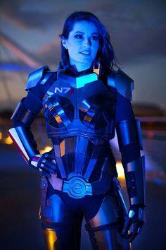 FemShepard (Mass Effect)
