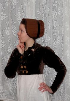 Regency bonnet-making tutorial using fabric and a straw placemat!