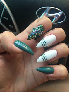 Green almond nails #cuccio