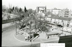 """Plaza Duque de Pastrana. La plaza de mi colegio. En la parte inferior la parada del tranvia/autobús y el kiosko de """"Braulio"""""""