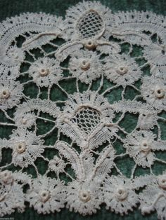 Old lace collar antique rosaline pearlised brussels lace encaje antigua