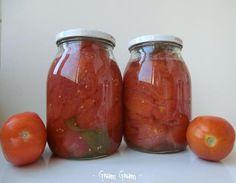 Pomodori pelati fatti in casa | Ricetta conserva estiva