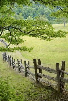 new Ideas garden art fence country living - Garden Design 2020 Country Fences, Country Farm, Country Life, Country Living, Country Roads, Rustic Fence, Pallet Fence, Fence Slats, Farm Fence