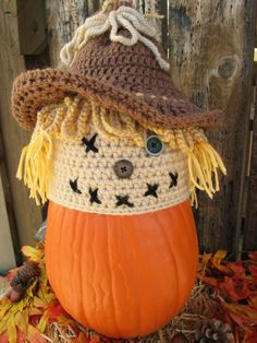 Ravelry: Stitches the Scarecrow pattern by Frosty Dai Crochet Crochet Kids Hats, Crochet Fall, Halloween Crochet, Holiday Crochet, Knit Or Crochet, Crochet Crafts, Yarn Crafts, Crochet Hooks, Crochet Projects