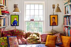 Otsikko taitaa olla aika lievä kuvaus tästä kodista - tässä kodissa on yhdistelty kuvioita, värejä, tekstiilejä, sisustustavaraa ja huoneka...