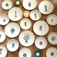 ¡Amor por los cactus! Nos encantan, y encima, están súper de moda... esta vajilla es preciosa, no nos puede gustar más @azarraluqui  #charhadas #deco #decor #decoracion #cactus #decoration #vajilla #platos #home #homedeco #kitchen