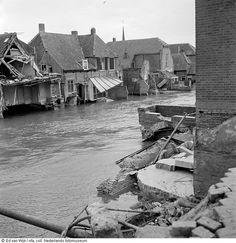 Damaged homes in flooded streets just after the flood, Zeeland (1953)  1Beschadigde huizen in overstroomd straatbeeld vlak na de watersnoodramp, Zeeland (1953)