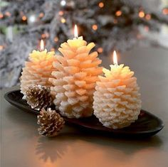 Not only pine cones and candles arrangements brings coziness to your home at winter. Any arrangements that combine candles and gifts of nature are capable Cute Candles, Unique Candles, Best Candles, Diy Candles, Scented Candles, Candle Decorations, Winter Decorations, Beeswax Candles, Handmade Soaps