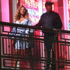 Beyonce looks fabulous on date night with husband Jay-Z Beyonce 2013, Beyonce Show, Beyonce Knowles Carter, Beyonce And Jay Z, Beyonce Dancers, Beyonce Memes, Beyonce Beyhive, Mrs Carter, Online Photo Gallery