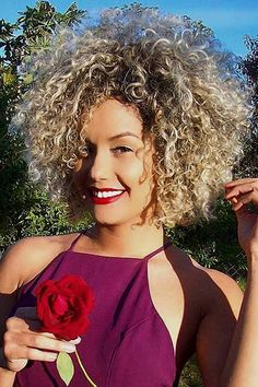 Haircuts for Short Curly Hair – Short curly hair gives you a unique, playful and chic look. You can step up your style game by finding a fitting haircut for you. So, here we offer you 28 haircuts for your beautiful short curly hair! Short Curly Hairstyles For Women, Haircuts For Curly Hair, Short Curly Styles, Curly Hair Styles, Natural Hair Styles, 60s Hairstyles, Gorgeous Hairstyles, Messy Curly Hair, Blonde Curly Hair