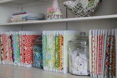 Otra manera de organizar telas.......
