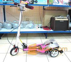 Scooter Genjot Anak Dua Pedal Best Price @800.000 !!    Call, SMS, Sulis: 021.5565.5646  PinBB: 23691acb  Email: totallygreatshop@yahoo.com  Produk kami lainnya, silahkan kunjungi: www.tokomusiksport.com    Scooter Dual Pedal yang lagi trendy saat ini, scooter ini berjalan saat pedalnya diinjek bergantian.  Terbuat dari bahan Alumunium dan plastik tebal dan berkualitas.    Tersedia warna PINK, BIRU