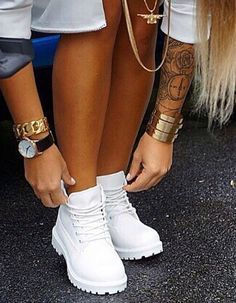 Mens/Womens Nike Shoes 2016 On Sale!Nike Air Max* Nike Shox* Nike Free Run Shoes* etc. of newest Nike Shoes for discount sale Dream Shoes, Crazy Shoes, Sneaker Boots, Shoes Sneakers, Shoes Heels, Cute Shoes, Me Too Shoes, Heeled Boots, Shoe Boots