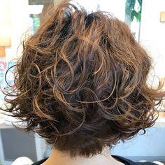 Korean Short Hair Bob, Short Wavy Hair, Short Hair With Layers, Short Hair Styles, Short Bob Hairstyles, Curled Hairstyles, Bob Perm, Hair Designs, Hair Cuts