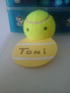 Regalo de tennis, el tema és el amigo invisible