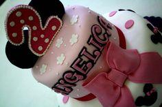 Minnie torta in pasta di zucchero. Torte Artistiche per qualsiasi evento della pasticceria La Mimosa di http://www.simocakedesigner.it