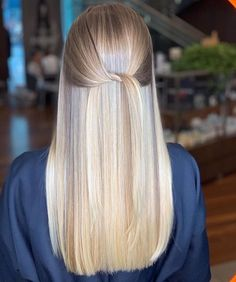 Discovered by Jacqueline. Find images and videos about hair, beauty and blonde on We Heart It - the app to get lost in what you love. Blonde Layered Hair, Blonde Hair Looks, Brown Blonde Hair, Platinum Blonde Hair, Hair Color Pictures, Hair Color Techniques, Beautiful Long Hair, Balayage Hair, Wig Hairstyles