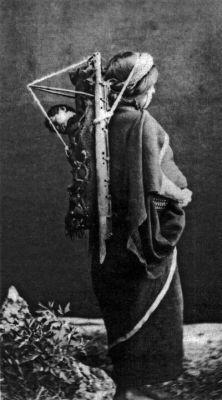 1890. Mujer mapuche e hijo