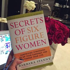 Secrets of Six-Figure Women by Barbara Stanny. Surprising strategies to up your earnings and change your life Book Club Books, Book Nerd, Books To Read, My Books, Personal Development Books, Self Development, Reading Lists, Book Lists, Inspirational Books