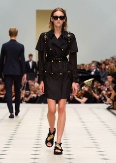 Burberry-Spring-Summer-2016-Runway14
