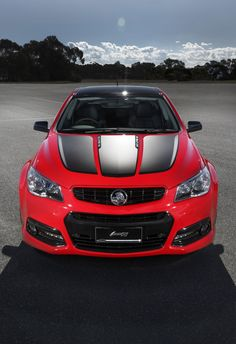 Holden has confirmed it will build a new special edition Craig Lowndes SS V model as a tribute to the driver's impending anniversary in Supercars. Australian Muscle Cars, Aussie Muscle Cars, Chevy Ss Sedan, Holden Muscle Cars, V Model, Holden Australia, Holden Monaro, Holden Commodore, Pt Cruiser