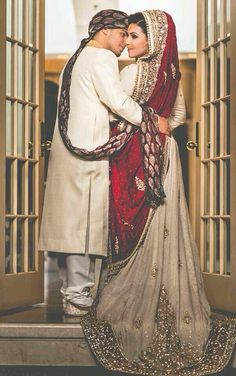 Asian wedding dress, red/Ivory.