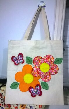 Ecobag decorada com feltro. – - Quarter Tutorial and Ideas Fabric Crafts, Sewing Crafts, Sewing Projects, Bag Patterns To Sew, Sewing Patterns, Embroidery Bags, Jute Bags, Patchwork Bags, Denim Bag