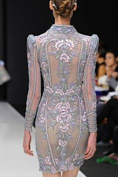 >> A mix of well-known and lesser-known designers ◇ haute couture ◇ fashion week and outlandish fashion in different colors ☼ Look Fashion, Runway Fashion, High Fashion, Fashion Show, Womens Fashion, Fashion Design, Beautiful Gowns, Beautiful Outfits, Style Fête