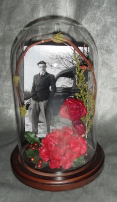 Preserved Memorial flowers in glass dome Funeral Memorial, Memorial Gifts, Memorial Ideas, Funeral Arrangements, Flower Arrangements, Cemetery Decorations, Memorial Flowers, Memory Crafts, Cemetery Flowers