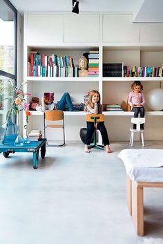 XL kastenwand, met daarin genoeg opbergruimte en een speelhoek voor de kinderen.