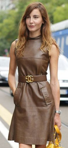 Vestido curto tipo couro Leather short dress (That Skirt Fashion, Fashion Outfits, Leder Outfits, Mode Boho, Leather Dresses, Preppy Outfits, Leather Fashion, Dress Skirt, Nice Dresses