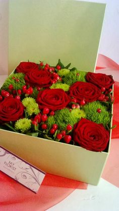 Flower Box with red roses, hypericum, santini Flower Boxes, Fresh Flowers, Red Roses, Presents, Gift Wrapping, Gifts, Window Boxes, Gift Wrapping Paper, Planter Boxes