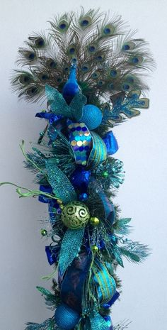 New Christmas Tree Ideas Decorating Peacock Ideas Peacock Christmas Tree, Christmas Swags, Christmas Tree Themes, Blue Christmas, Christmas Colors, Holiday Wreaths, Christmas Projects, Christmas Tree Decorations, Holiday Crafts