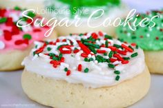 Lofthouse Sugar Cookies Recipe for homemade Lofthouse Sugar Cookies with a creamy buttercream frosting. Cookie Desserts, Just Desserts, Cookie Recipes, Delicious Desserts, Dessert Recipes, Dessert Bars, Dessert Ideas, Decorated Cookies, Xmas