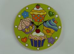 ceramica come mestiere: Coloratissimo e allegro orologio da parete con tor... Clock Painting, Ceramic Painting, Ceramic Art, Ceramic Pottery, Pottery Art, Painted Rocks, Hand Painted, Wood Slice Crafts, Paisley Art