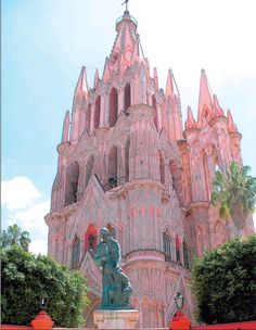 La Parroquia San Miguel, the Disney-esque — or, more accurately, pseudo-gothic — pink church is the centrepiece of San Miguel.